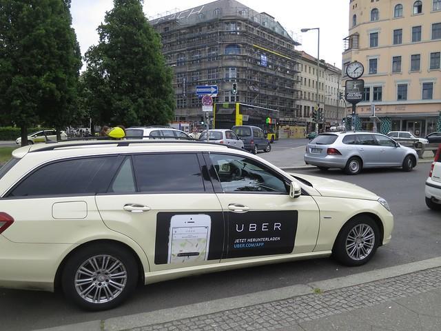 Такси Uber Источник https://www.flickr.com/photos/alper/18194781702