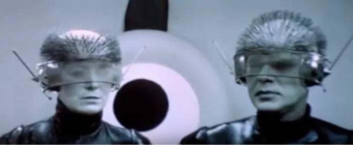 """Роботы-исполнители из фильма """"Отроки во Вселенной"""" скриншот фильма"""
