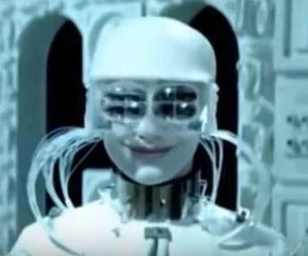"""Робот-вершитель из фильма """"Отроки во Вселенной""""  Скриншот фильма"""