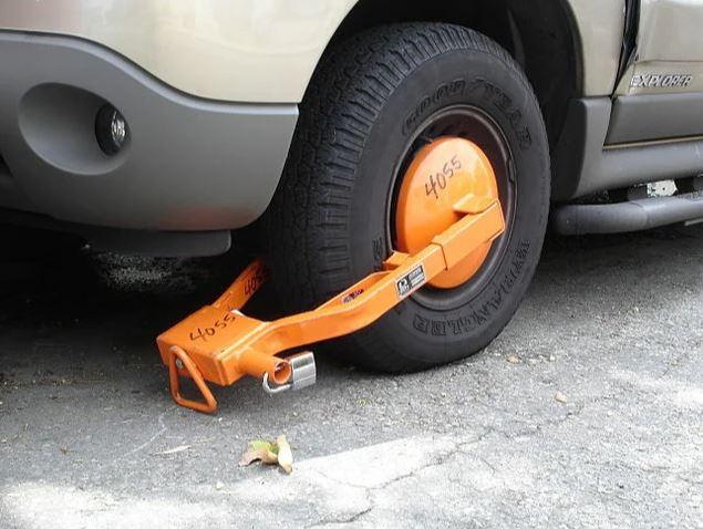 Блокиратор колёс, применяемый в Лос-Анджелосе.